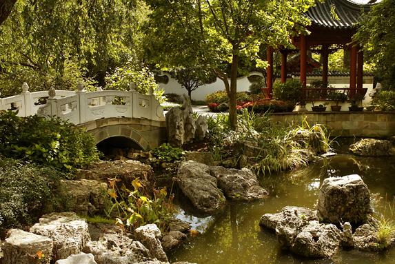 Chinese gardens bridge - International Gardens
