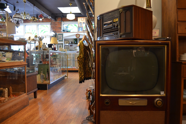 Old television at the Little Shop Around the Corner